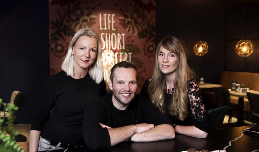 Jouke Zomer, Nienke Ploeger en Petra Holland maakten het Vriezeense kookboek,