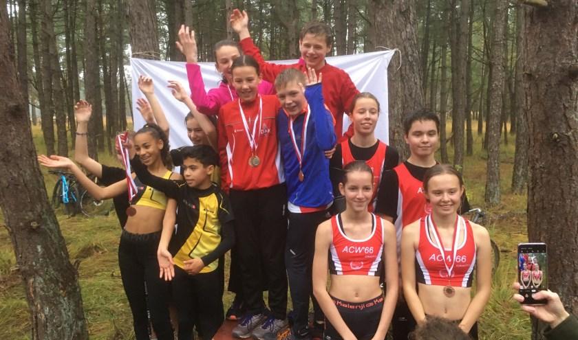 Na dat de individuele cross afgelopen was,werd er voor de jeugd atleten een 4 x 600 meter estafette georganiseerd. Daar werden de Junioren-C atleten van ACW'66 3e.