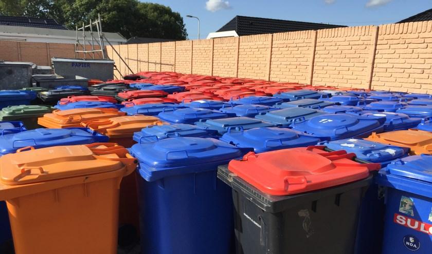 Papier, afval dat in de blauwe mini container hoort (foto: Nanda van Heteren)