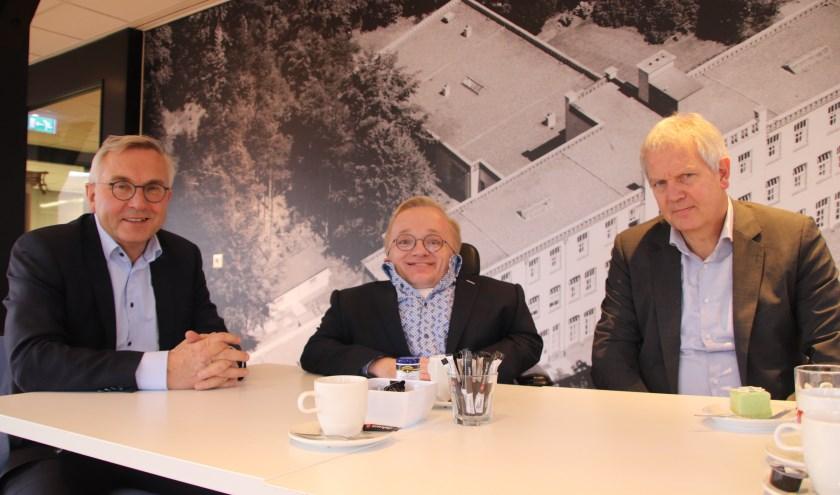Kees Erends, Rick Brink en Jan te Loeke in gesprek over de zorg die 's Heeren Loo biedt op Groot Schuylenburg.