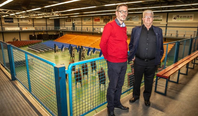 Anton Cramer (links) en Joop van Ommen in de WRZV-hallen. (foto: Frans Paalman)