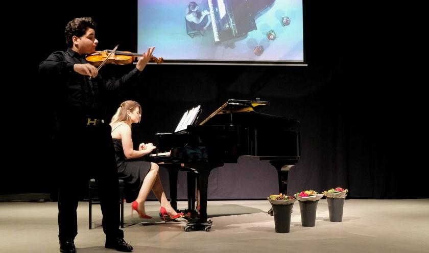Het hoofdprogramma was ingeruimd voor een fantastisch duo: Pál László Szomora op viool en Anastasia Kozhushko op de piano.