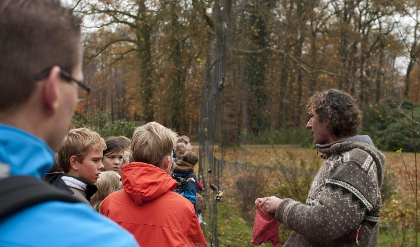 Vogelonderzoek voor kinderen door Sovon in Ede 30 november. (foto: Ernstjan Penninkhof/Sovon)