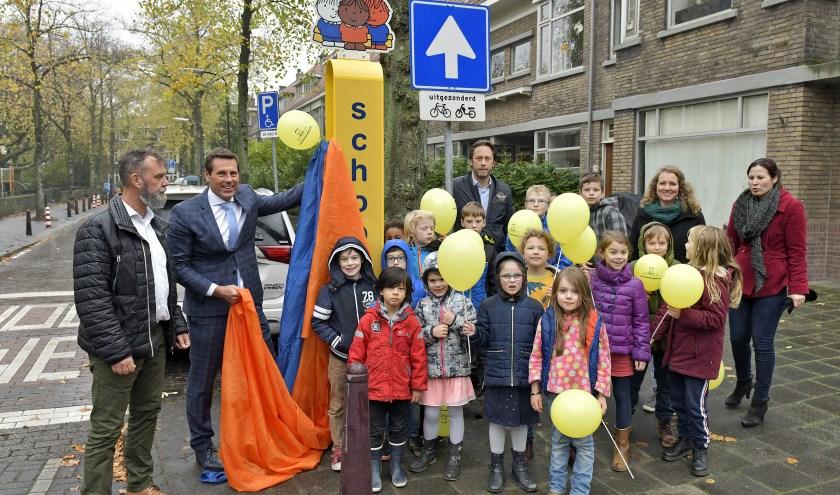 Wethouder Björn Lugthart opent de schoolzone bij de Nicolaas BeetsschoolFoto: Erwin Dijkgraaf