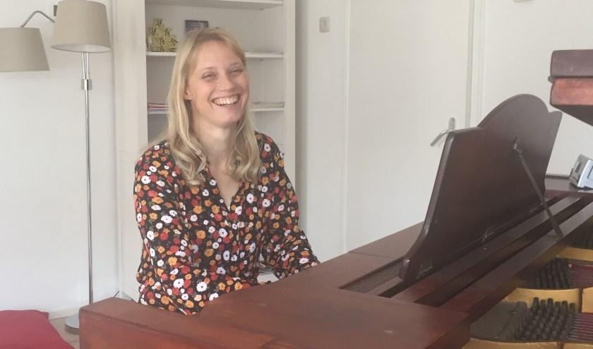 Heidi van der Puijl begon op haar vierde jaar met muziek en heeft meer dan 25 jaar orkestervaring.