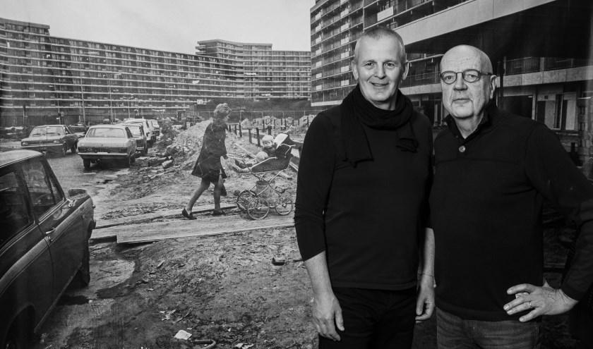 schatbewakers Alcuin Olthof en Willem Hermans voor de foto van Wim Goutier: winkelcentrum Meerzicht nadert zijn voltooiing)