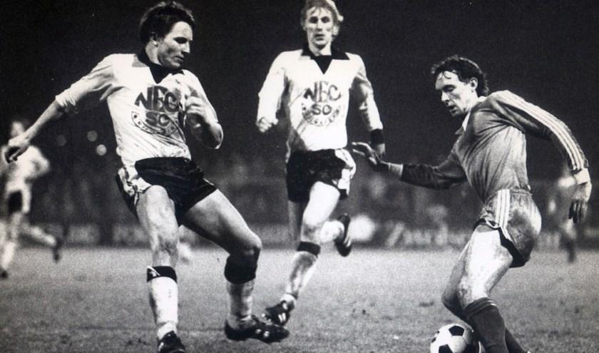 René IJzerman met zijn kenmerkende kapbeweging in een wedstrijd tegen NEC.