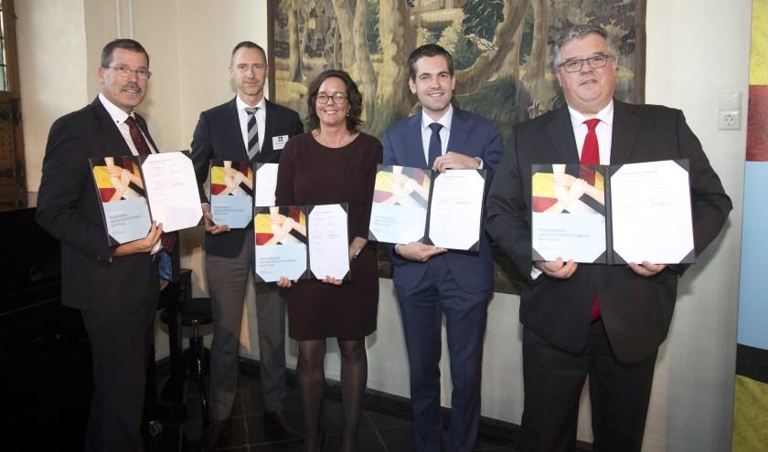 In het stadhuis van Nijmegen is 25 november de overeenkomst voor de structurele financiering van de GrensInfoPunten ondertekend.