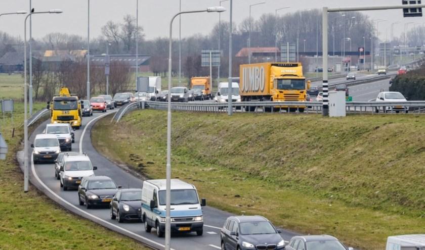 Door toename van het verkeer op de N11 staan er lange files met lange wachttijden en onveilige situaties bij de rotonde in Bodegraven.