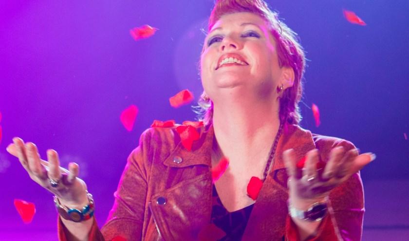 Annet Nikamp heeft na vier jaar weer een nieuwe single uitgebracht: 'Vincent'.