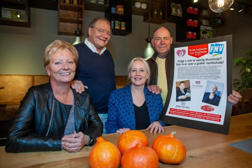 V.l.n.r. Erica Stinissen (juridisch ondersteuner Jurist Wevers), René Beunders (voorzitter Stichting 'Sociaal Hart Enschede'), mr. Linda de Widt (advocaat Advocatenkantoor de Widt) en Herman Gooiker (bestuurslid FNV Lokaal Enschede).