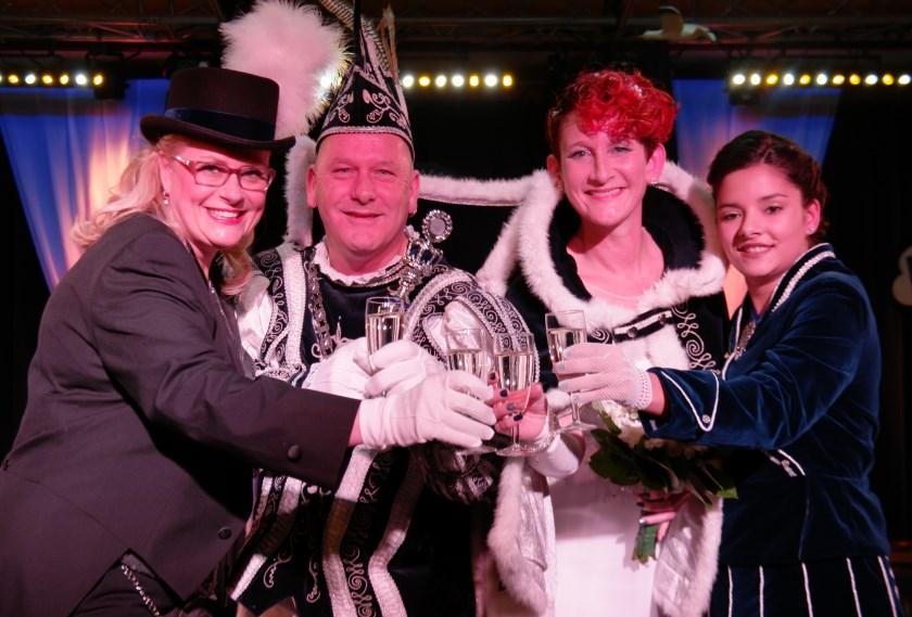 Na een knallend carnavalsseizoennemen prins Ericen prinses Cynthia afscheidals prinsenpaar van de Dolbotters.