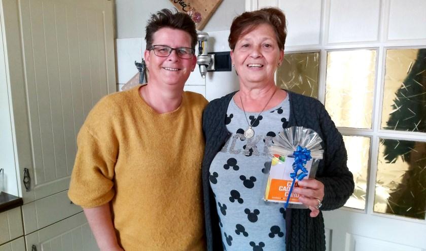 Buurtbewoonster van de maand oktober, Thea Kwaks, is in het zonnetje gezet door Buurt Bestuurt Oudheusden.