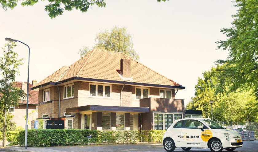 Het kantoorpand van Kok & Heijkamp Makelaars aan de Kroonlaan 2 in Nunspeet.