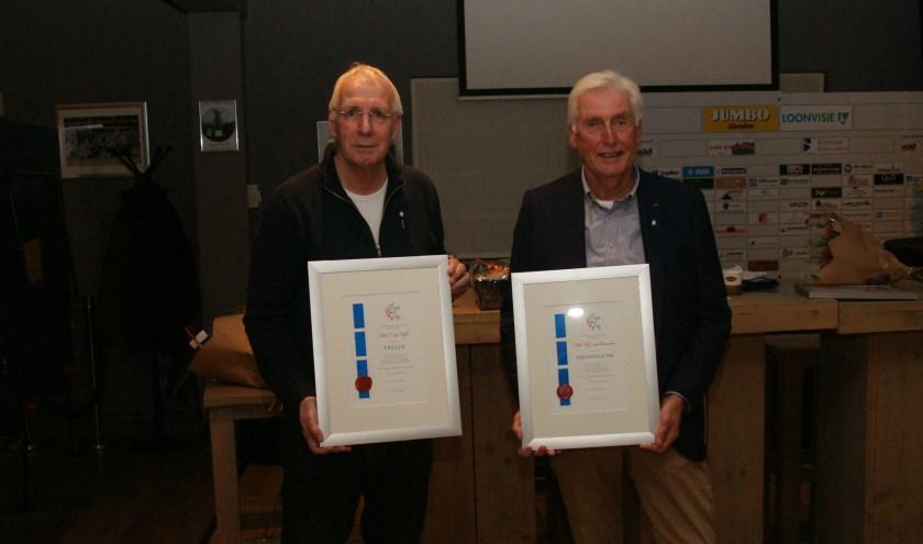 Penningmeester Rien van Wijk en voorzitter Dick van Ommeren zijn benoemd tot Erelid en Erevoorzitter FC Lienden