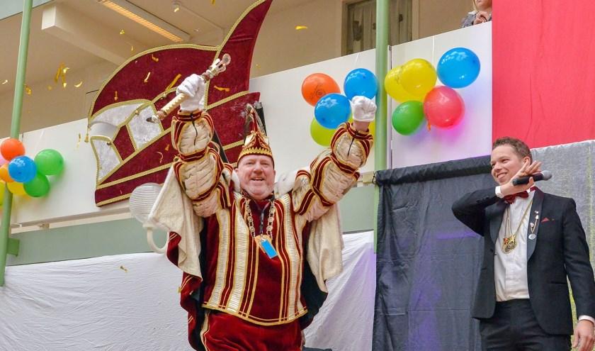 André Brugmans werd zaterdag uitgeroepen tot 55e prins van CV Les Boutonniers en zal in dit jubileumjaar  door het leven gaan als Prins André, le Chef du Mission. (Foto: Paul van den Dungen)