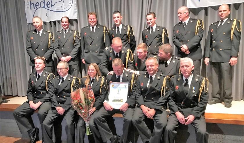 De brandweerpost Hedel werd zaterdag uitgeroepen tot Hedelnaar van 't Jaar. De prijs werd gul gedeeld met de andere genomineerden en met de jeugdleiders van de brandweer.