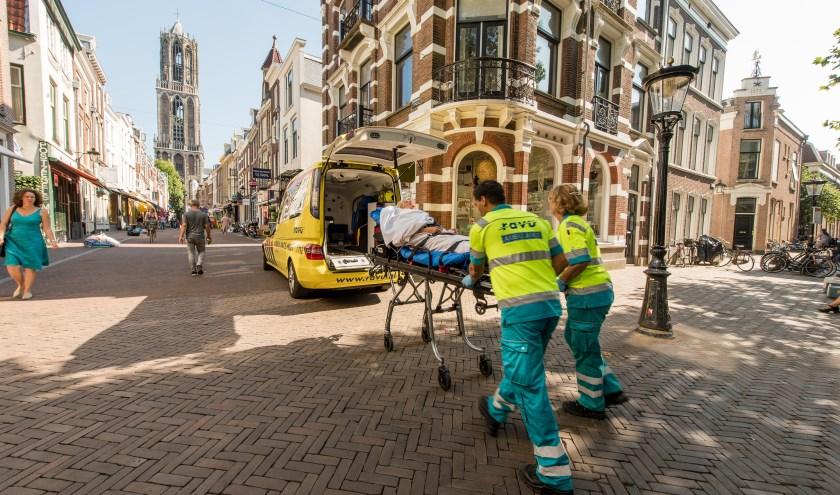 Ambulancemedewerkers aan het werk in de stad Utrecht. Foto: Ravu