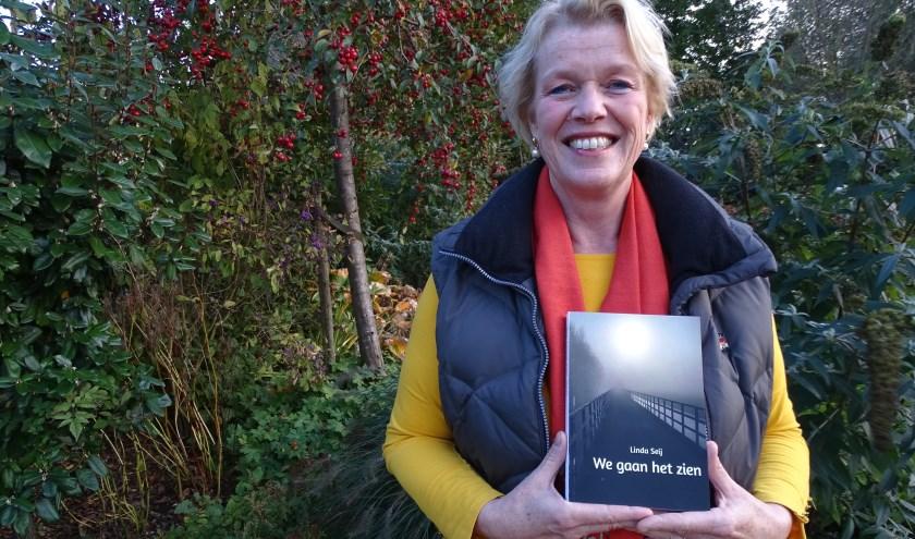 """Linda Seij presenteert haar boek binnenkort in The Readshop. ''Ik wil een taboe doorbreken en lotgenoten helpen op de been te blijven."""" (Foto: Margreet Nagtegaal)"""
