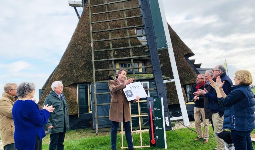 De bekendmaking van het bedrag door Lions-voorzitter Jocco Nieuwenhuis levert groot applaus op. Foto: A-graphique.nl