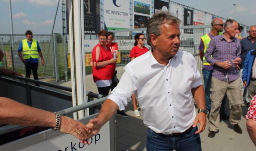 Gert Kruys in gelukkiger tijden als trainer van DOVO. Na het bewerkstelligen van promotie naar de Derde Divisie. (Foto: Henk Jansen)