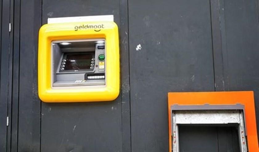 Pinautomaat krijgt nieuw frontje. Foto: JP Fotografie