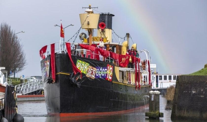 Nog even wachten en dan komt de Pakjesboot aan in Schiedam!