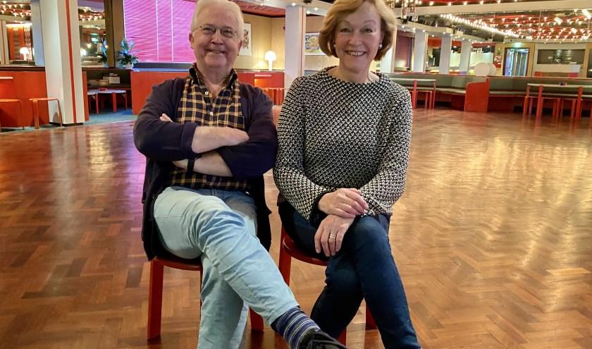Han en Ank de Bra in de prachtige zaal van De Bra Dance Masters. Na al die jaren gaat de dansschool vanaf december dicht.
