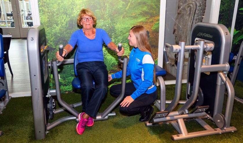 'Op dinsdag tussen 10.00 en 11.00 uur hebben we ondersteuning van een fysiotherapeut die mee kan kijken welk programma geschikt is.' FOTO: Bert Jansen.