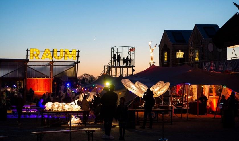 Met exposities en events betrekt RAUM bezoekers en bewoners bij stedelijke thema's. Foto: Robert Oosterbroek