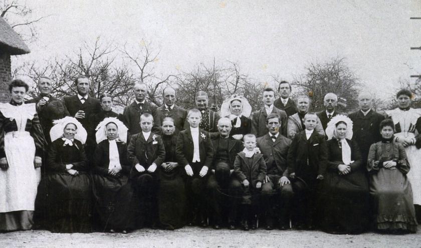 Foto van de EersteCommunie van Jan Buijs in 1903. Foto:HDF Collecties Anja Leijten en Sien Buijs