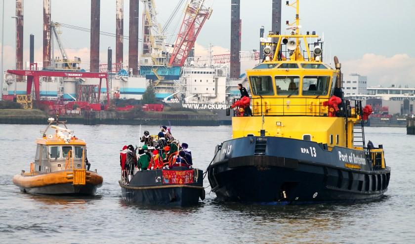 Havendienst en Eendracht redden de Stoomboot