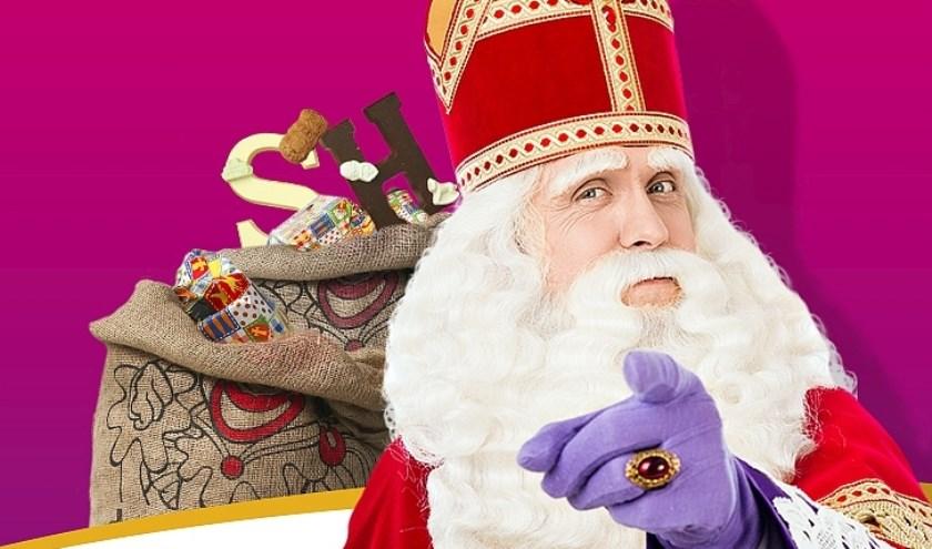 Sinterklaas is zelf ook present tijdens de koopzondag in het centrum van Oldenzaal.