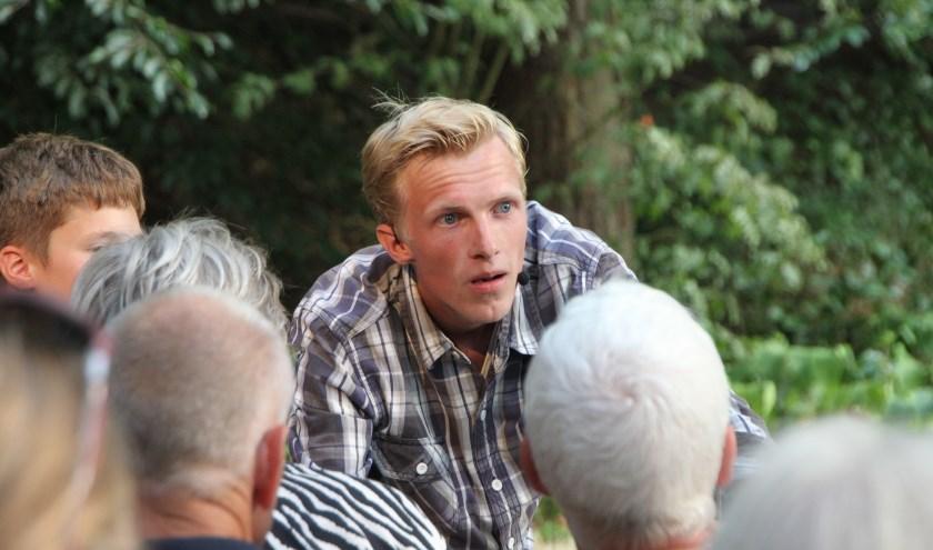 Theatermaker Folkert Wesseling speelt twee keer in pannenkoekenrestaurant De Ossenstal zijn voorstelling over de wolf.