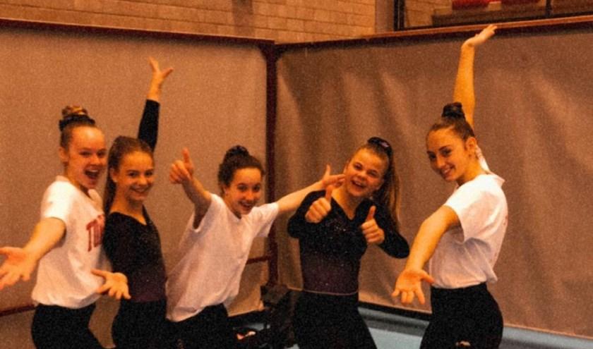Het team van Turnschool Zeeland: van links naar rechts Daniek Witlox, Amy Quakkelaar, Yara Helleman, Fleur Dingemanse en Frederique Snijders.