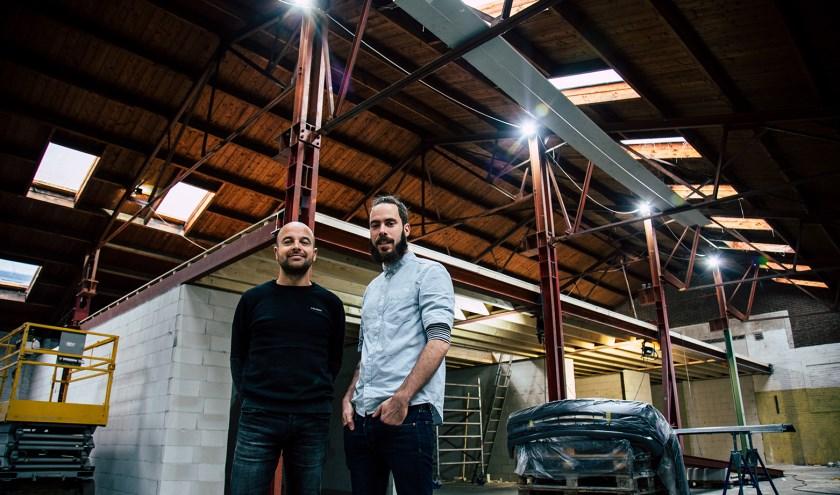 Initiatiefnemers Timo Bralts en Bert ter Horst in hun nieuwe loods Komponent