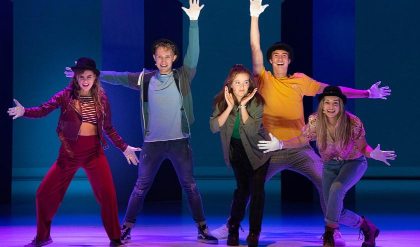 In Brugklas de musical zien we Max, Selma, Emma, Jamie en de nieuwe Brugklasser (Jared Sluiter). foto: Boy Hazes