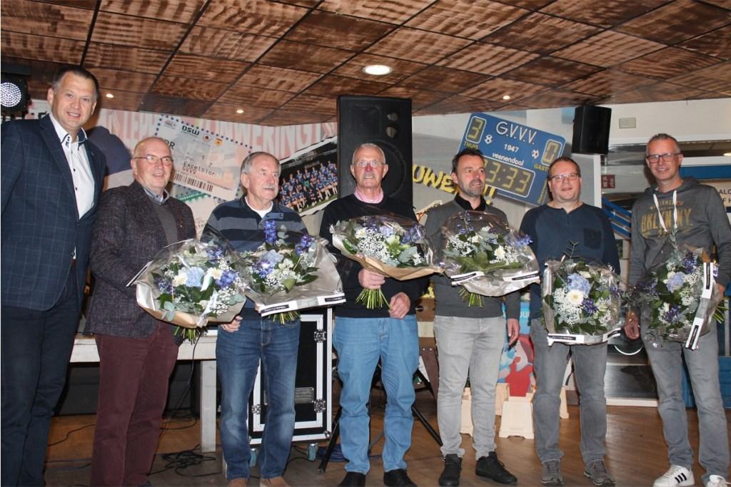 v.l.n.r. Barry van de Lagemaat (voorzitter), Adrie van Hunnik, Floris Hol, Gerrit Beukhof (allen 65 jaar lid), Wouter Hendriks, Wilco Dekker en Gert Kuiper (allen 40 jaar lid). Foto: Erwin Gerritsen © DPG Media