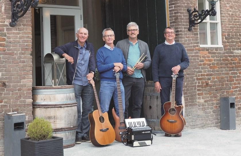 Skoeks bestaat uit Bert Stienissen, Willem Jan Schuurman, Dennis de Rooij en Gerry van der Sterren.