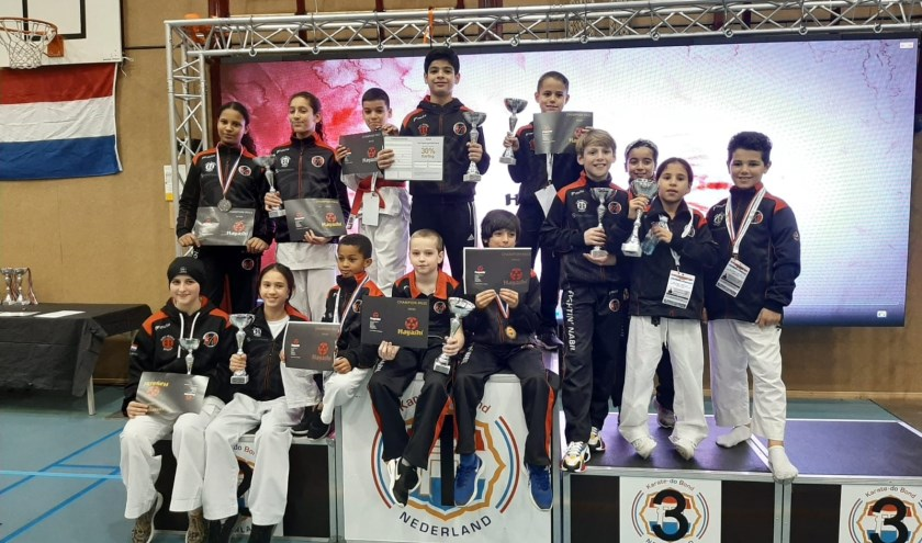 Jeugdige karateka's winnen medailleklassement NK tot 21 jaar in Zoetermeer