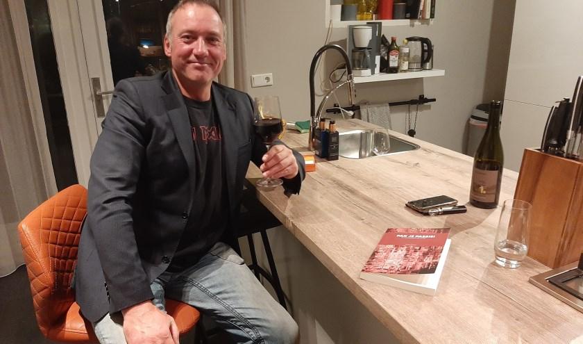 Johan Struwe uit Tiel, visgids en schrijver van het recent verschenen boek 'Pak je Passie'.