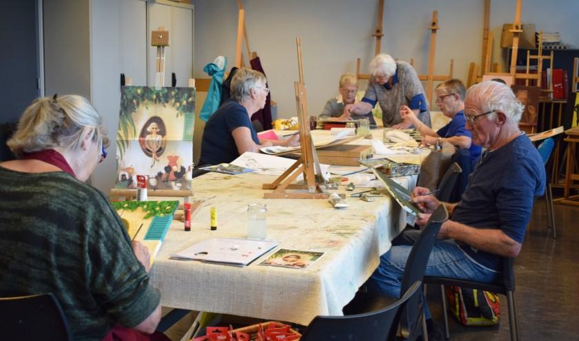 Een groep Waspikse senioren komt elke dinsdagmiddag samen om in de hobbyruimte van Den Bolder te schilderen. Een selectie uit de gemaakte werken is tot 20 november te zien bij Galerie Den Bolder.