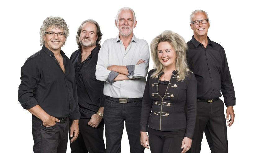 Het Dick van Altena Quintet komt met een speciale kersteditie van de voorstelling Arm om je schouder naar Het Musiater. (foto: Studio 01)