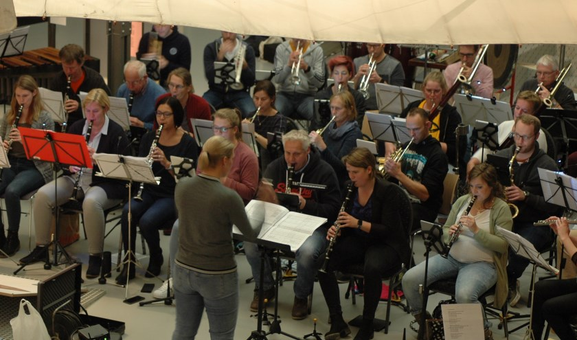 Het orkest brengt bij het concert op 16 november diverse soundtracks van de James Bond-films ten gehore. Eigen foto.