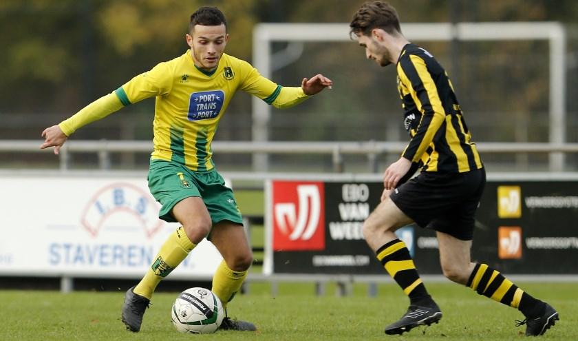 Rijnmond Hoogvliet Sport moest afgelopen weekend een nederlaag slikken thuis tegen VFC, het werd 1-3 (foto: John de Pater)