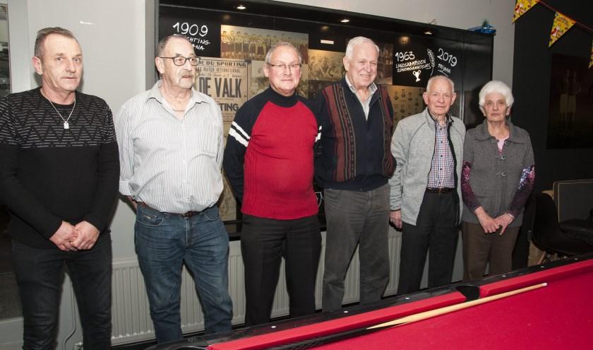 Jubilarissen vlnr Eric van Erp, Miel van Herk, Jan van den Boom, Henk van Galen, Jan van Gerven en Truus van Gerven. Op de foto ontbreken Jeanne van Herk en Piet Geldens.