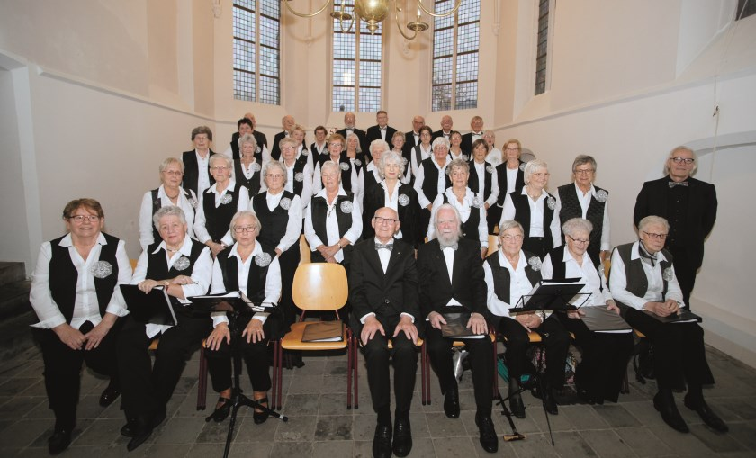 Het Westervoortse seniorenkoor Vivace gefotografeerd tijdens het jubileumconcert in de protestantse kerk in Westervoort.