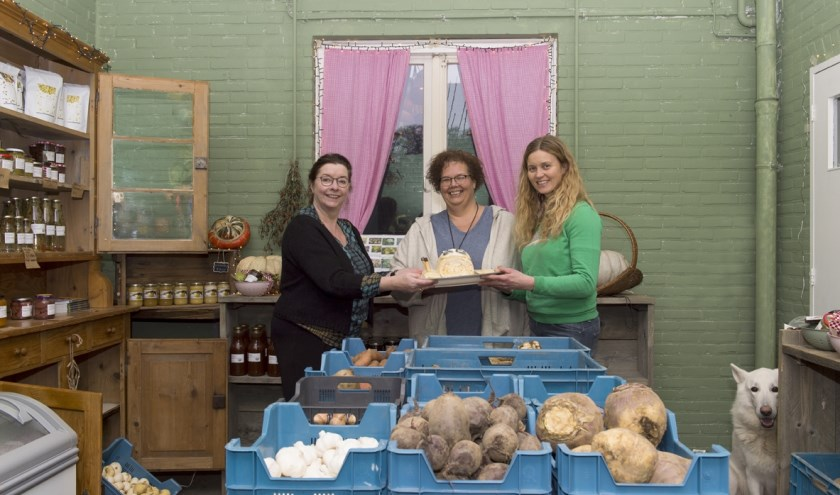 Friederike Kleijn (bestuurslid Slow Food Achterhoek), Annemarie van Gaal en Ellen Willems (stadsboerinnen)