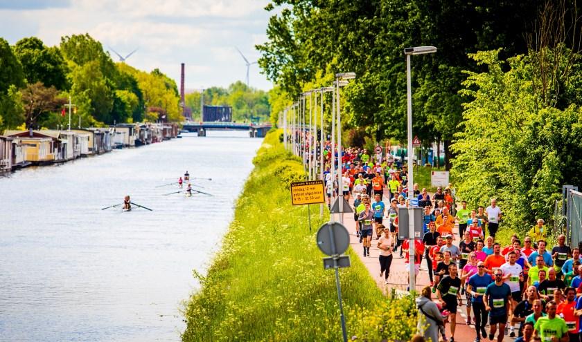 Tijdens de Utrecht Marathon worden oude en nieuwe stadsdelen aangedaan.