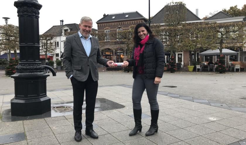 Centrummanager Wijchen Piet Philipsen geeft na 8 jaar het stokje door aan Yvette Akkermans.